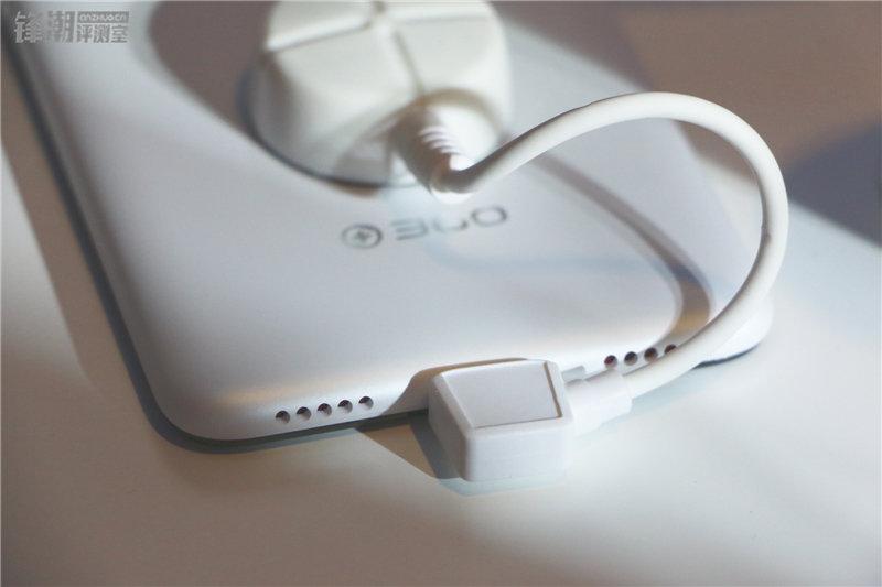 多彩塑料机身 现场秀防水:360手机N4四色图赏的照片 - 15