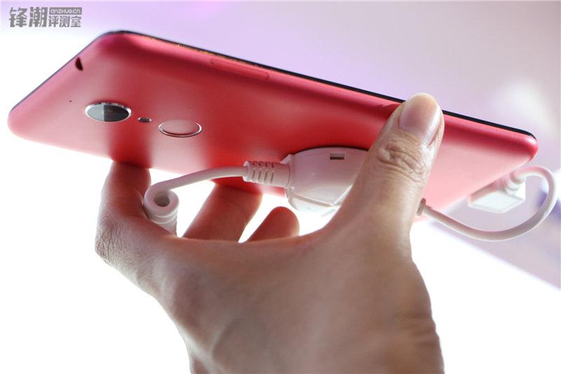 多彩塑料机身 现场秀防水:360手机N4四色图赏的照片 - 32