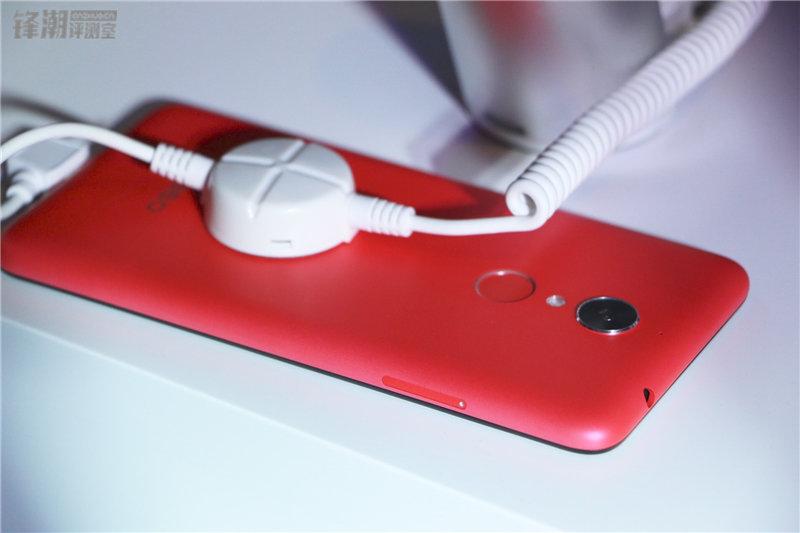 多彩塑料机身 现场秀防水:360手机N4四色图赏的照片 - 35