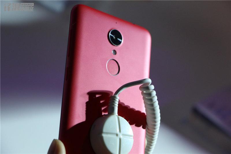 多彩塑料机身 现场秀防水:360手机N4四色图赏的照片 - 36