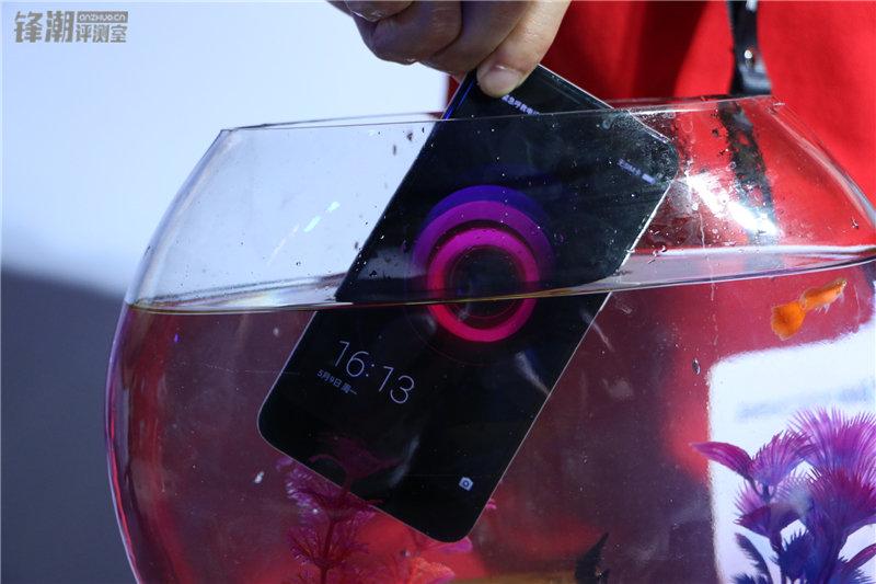 多彩塑料机身 现场秀防水:360手机N4四色图赏的照片 - 27