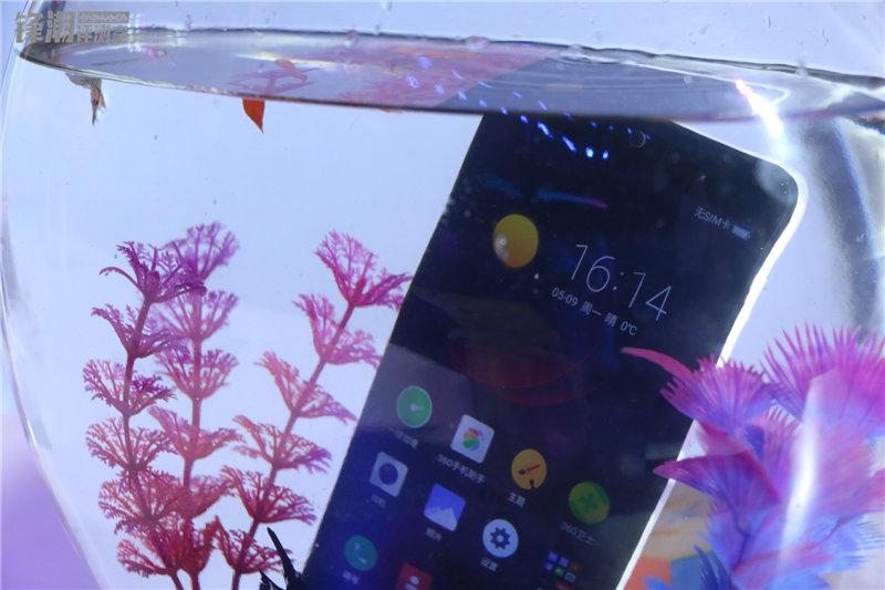 多彩塑料机身 现场秀防水:360手机N4四色图赏的照片 - 26