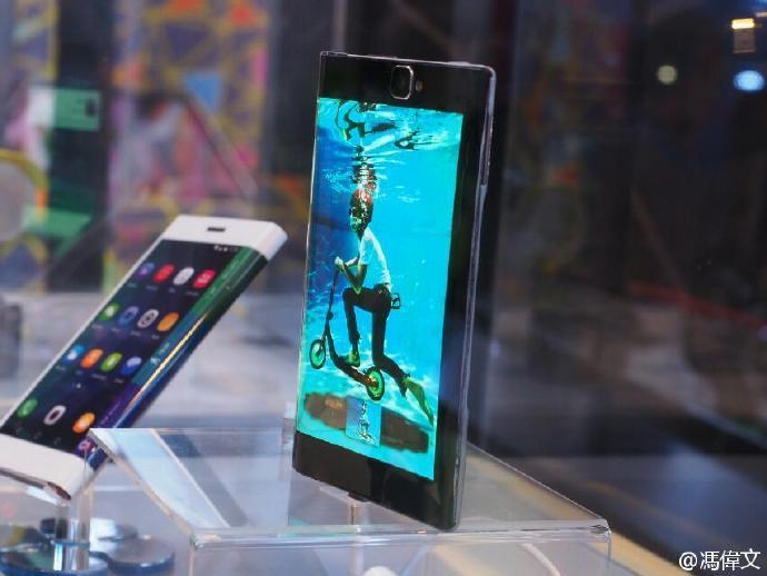 屏幕主板电池全部可折叠:联想公布全新可弯曲智能手机的照片 - 11