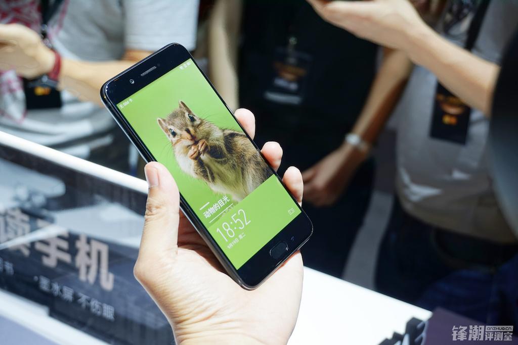 【力皮西】让阅读更有意思:YotaPhone 3上手体验