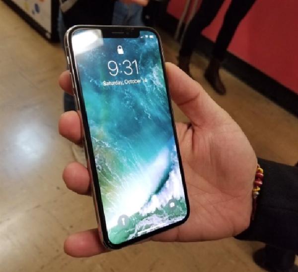 iPhone_X真机终于在国内亮相:刘海突兀略显尴尬