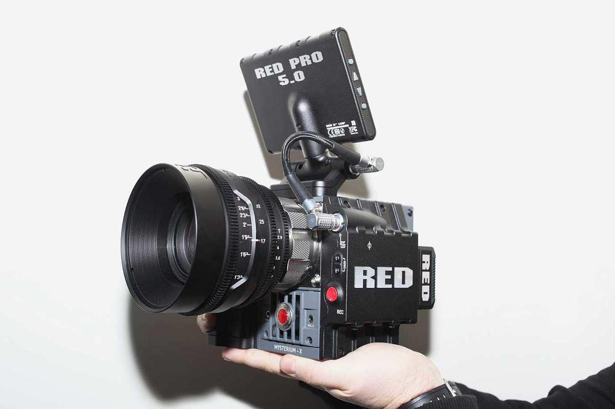 富士康战略转型去苹果化 将联合RED公司研发专业摄影机 - 热点资讯 首页 第2张