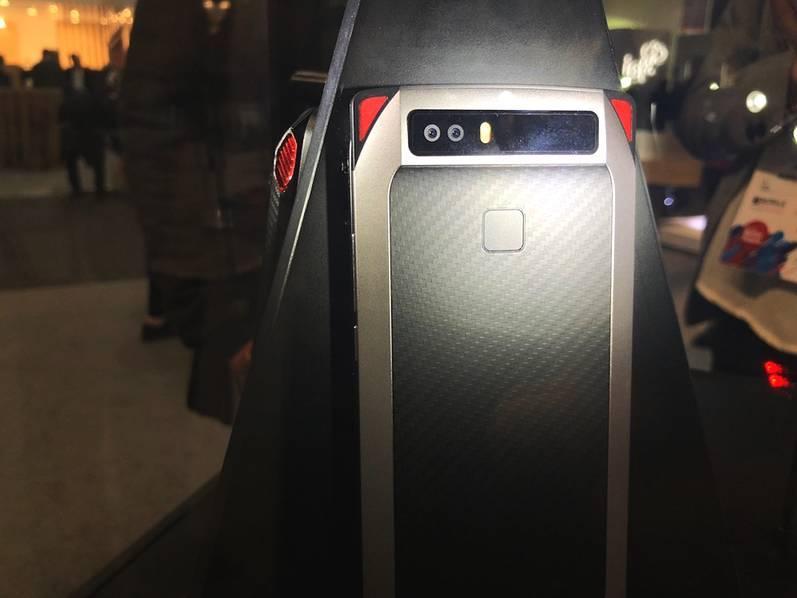 超跑设计+内置4风扇 !努比亚推出黑科技概念游戏手机 - 热点资讯 好物资讯 第5张