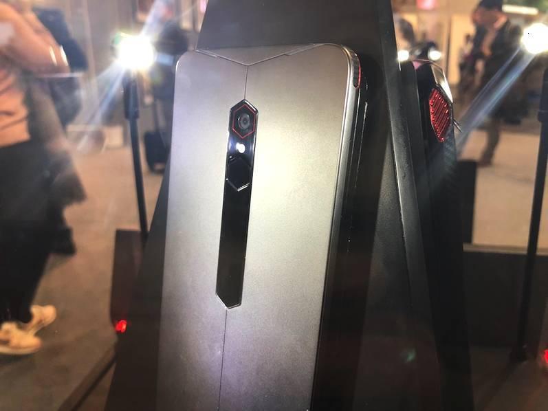 超跑设计+内置4风扇 !努比亚推出黑科技概念游戏手机 - 热点资讯 首页 第4张