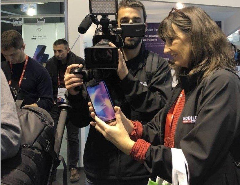 中国厂商MWC展示首款Android iPhone X:售价940元 - 热点资讯 好物资讯 第1张