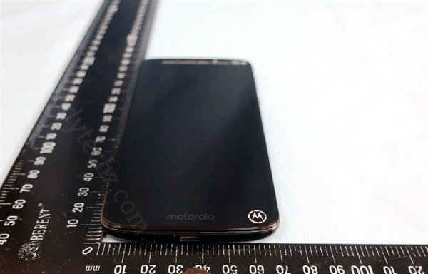 后置指纹LOGO二合一:MOTO G6 Play谍照曝光 - 热点资讯 首页 第1张