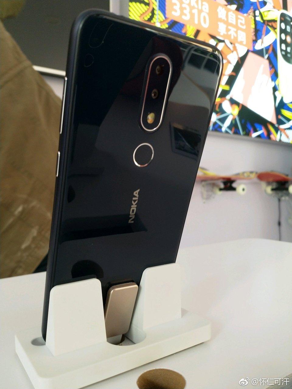 Nokia X空降三里屯 曾经的信仰也加入了刘海屏 - 热点资讯 好物资讯 第3张
