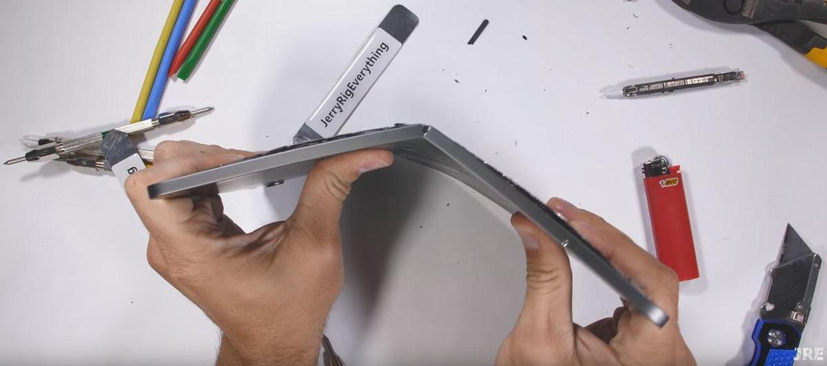 刚买的 iPad Pro 就是弯的,苹果却称这不是缺陷 - 热点资讯